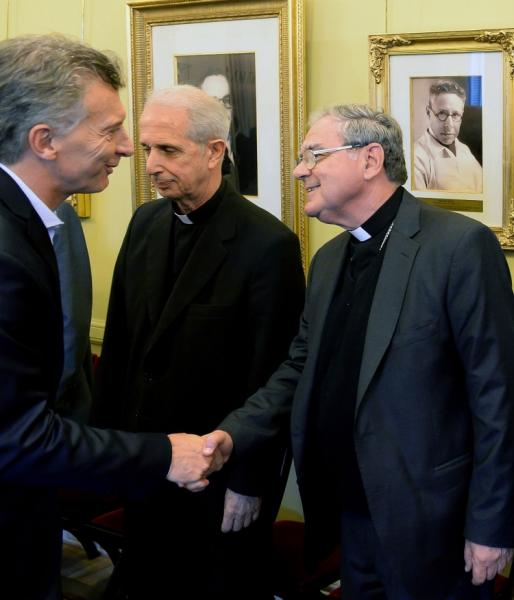 http://arbia.com.ar/imagenes/Macri_Conf_Episcopal.jpg