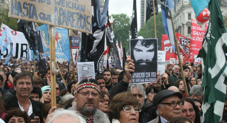 http://arbia.com.ar/imagenes/Santiago_marcha.jpg