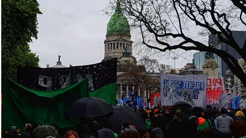 http://arbia.com.ar/imagenes/congreso_protesta.jpg