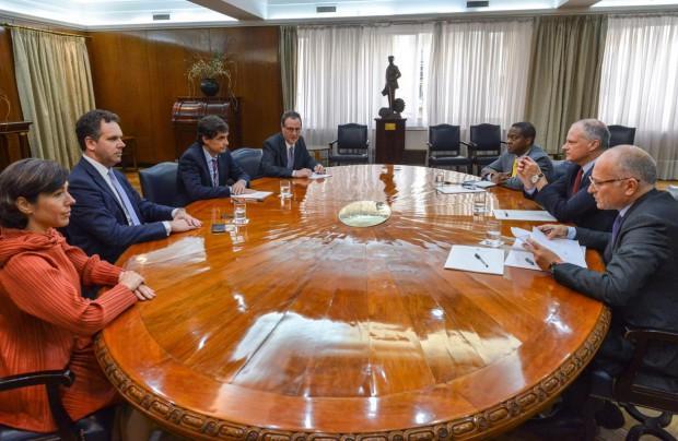 http://arbia.com.ar/imagenes/fmi_reunion.jpg