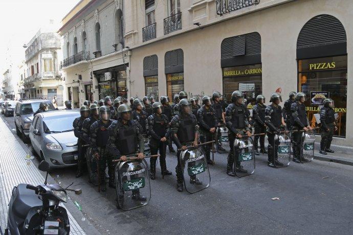 http://arbia.com.ar/imagenes/gendarmes.jpg