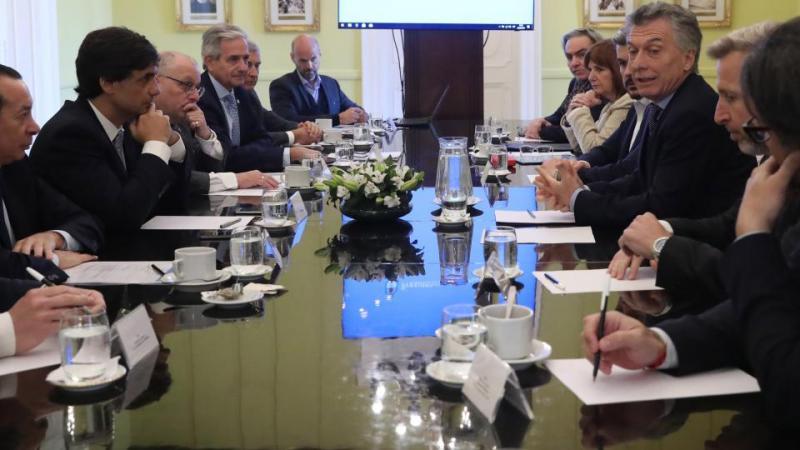 http://arbia.com.ar/imagenes/macri-gabinetenacional.jpg