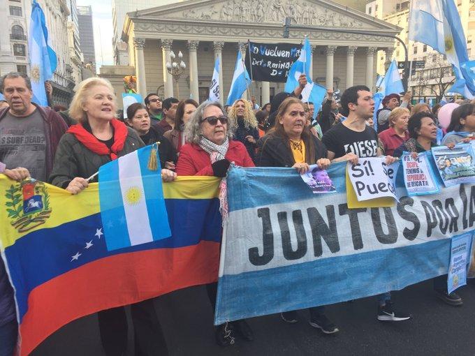 http://arbia.com.ar/imagenes/macri_marcha.jpg