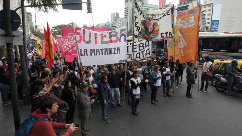 http://arbia.com.ar/imagenes/marcha_docente_chubut.jpg