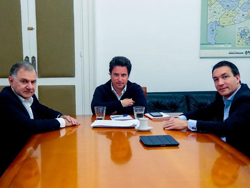 http://arbia.com.ar/imagenes/reunion_F_V.jpg